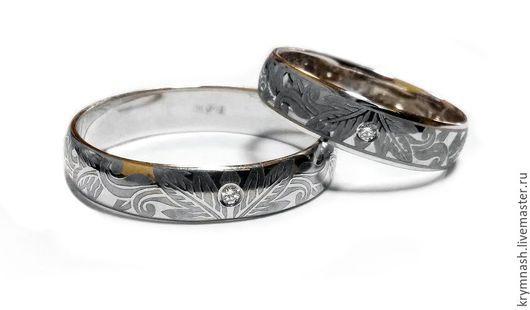 Обручальные кольца `Зимний узор` белое золото 585 пробы, брилиант