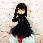 Мягкие игрушки ручной работы. Ярмарка Мастеров - ручная работа Текстильная шарнирная портретная кукла. Мэйвис Дракула. Handmade.