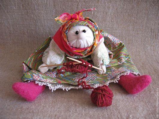 Народные куклы ручной работы. Ярмарка Мастеров - ручная работа. Купить Бабка характерная Рукодельница. Handmade. Народная кукла