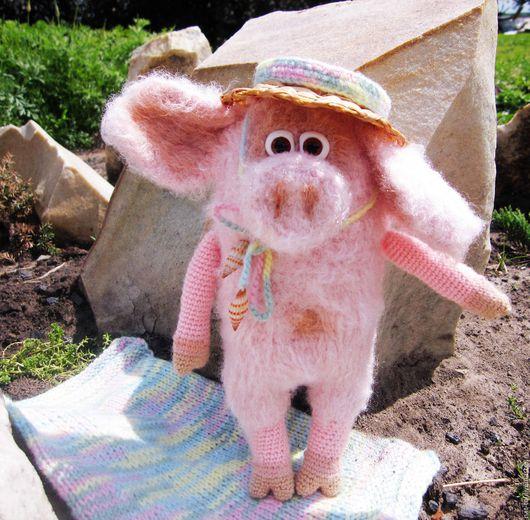 Игрушки животные, ручной работы. Ярмарка Мастеров - ручная работа. Купить Вязаная игрушка  Хрюша Соломенная шляпка розовая.. Handmade.