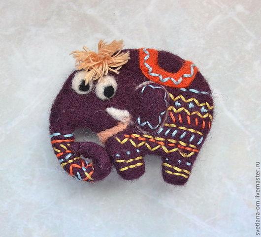 Валяная брошь, слон, слоненок, слоник, брошь ручной работы, магнитик, брошка, брошь, брошка валяная, войлочная брошь, подарок девушке, подарок ручной работы, африканские животные, слонята.