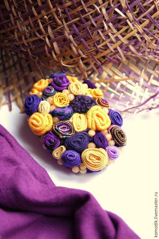 брошь `Крокусы` фиолетово-желтая, с кварцем