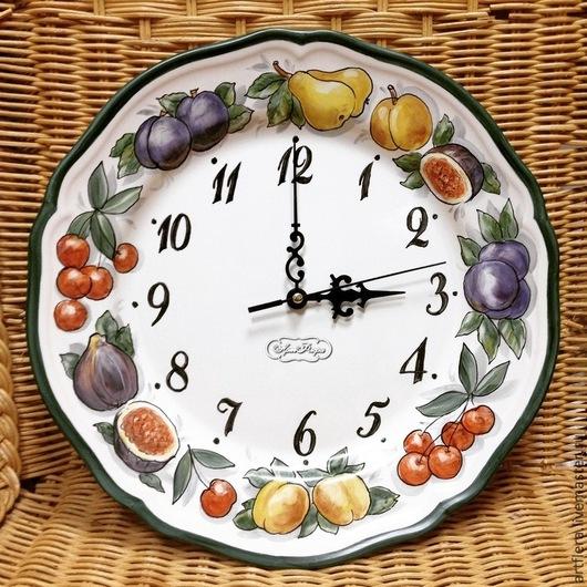 Часы для дома ручной работы. Ярмарка Мастеров - ручная работа. Купить Роспись фарфора Часы  Сочные фрукты. Handmade. Болотный