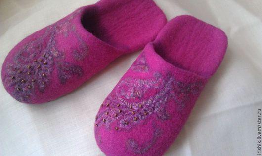 """Обувь ручной работы. Ярмарка Мастеров - ручная работа. Купить Тапочки женские домашние """" Розовая полянка"""". Handmade. Розовый"""