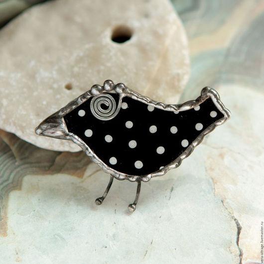 Броши ручной работы. Ярмарка Мастеров - ручная работа. Купить Маленькая черная птичка в горох. Брошь. Стекло, металл. Handmade.