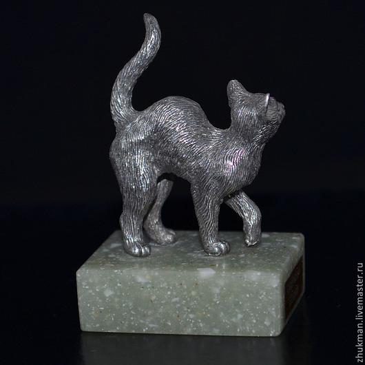 Миниатюрная фигурка `Кошка`. Есть статуэтки собак: такса, болонка, эрдельтерьер, пудель, спаниель, пекинес. Есть фигурки других животных: слон, черепаха, медведь, мышь, крыса, змея (кобра).