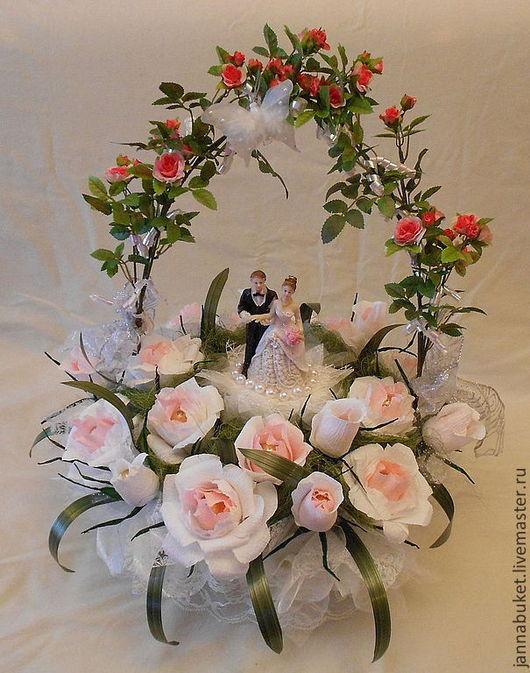 Подарки на свадьбу ручной работы. Ярмарка Мастеров - ручная работа. Купить Свадебная композиция из роз с шоколадными конфетами. Handmade.