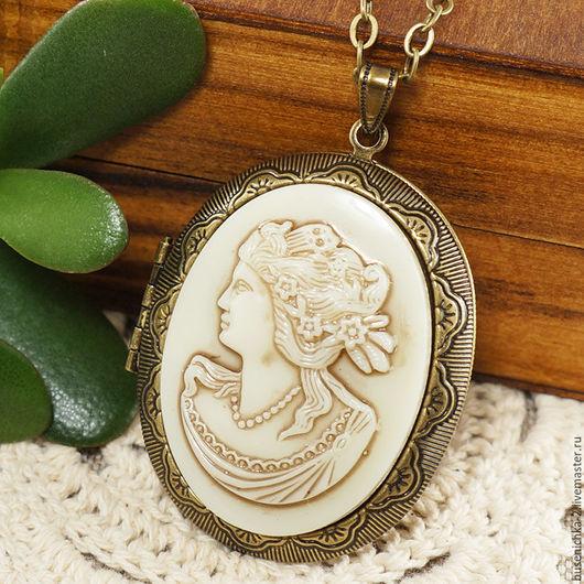 Кулоны, подвески ручной работы. Ярмарка Мастеров - ручная работа. Купить Медальон Камея Греческая дама, винтажное стекло (30х40мм). Handmade.