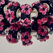 """Материалы для творчества ручной работы. Ярмарка Мастеров - ручная работа Шарм """"Розовые цветы на черном"""" для браслета. Handmade."""