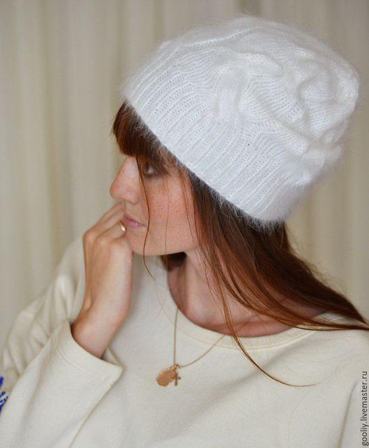 Белая удлиненная шапка из ангоры. Очень теплая и нежная. Ручная работа.