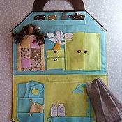 Куклы и игрушки ручной работы. Ярмарка Мастеров - ручная работа Кукольный домик-сумочка с куклой. Дорожный игровой набор из фетра.. Handmade.