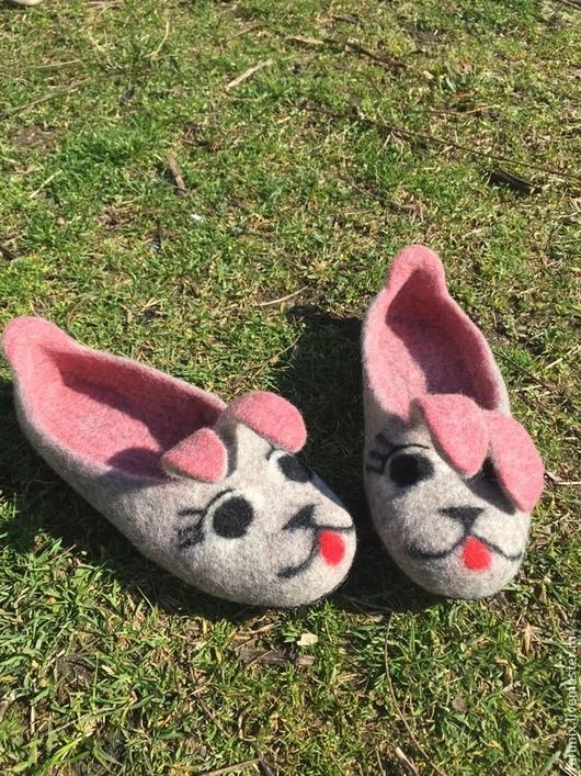 Обувь ручной работы. Ярмарка Мастеров - ручная работа. Купить Тапочки валяные ЗАЙЦЫ-ПОБЕГАЙЦЫ. Handmade. Разноцветный, кожаная подошва