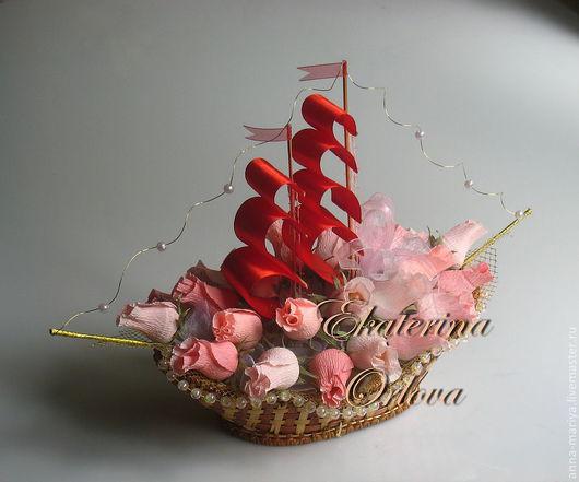 Кулинарные сувениры ручной работы. Ярмарка Мастеров - ручная работа. Купить Алые паруса (композиция из конфет). Handmade. Алые паруса