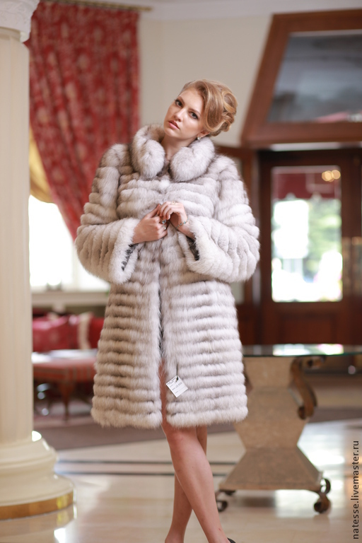 Шуба жилет из вуалевого песца, рукава съемные, длина от плеча 100 см Polar fox fur coat and vest
