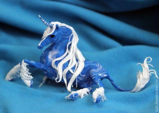 """Статуэтки ручной работы. Ярмарка Мастеров - ручная работа. Купить статуэтка """"Единороги зимнего вечера"""" (синий и белый). Handmade. Синий"""
