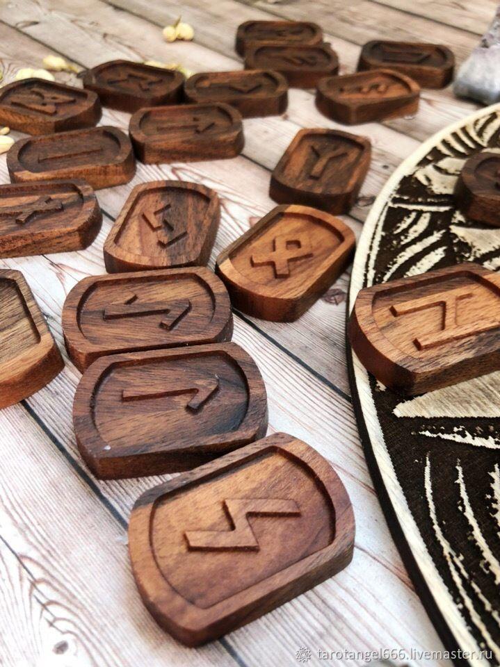 Гадания ручной работы. Ярмарка Мастеров - ручная работа. Купить Резные руны из массива ореха европейского. Handmade. Футарк, масло