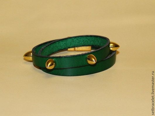 Браслеты ручной работы. Ярмарка Мастеров - ручная работа. Купить Кожаный браслет из кожи зеленой шнур 10мм, шипы. Handmade.