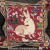Для дома и интерьера ручной работы. Ярмарка Мастеров - ручная работа Белый Кролик. Вышитая гобеленом шерстяная подушка.. Handmade.