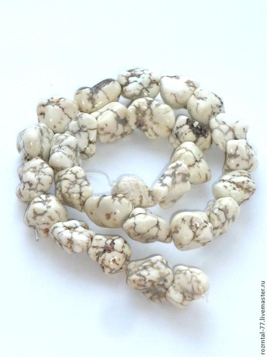 Говлит самородок фриформ, цвет слоновой кости  размер около 13х18 мм