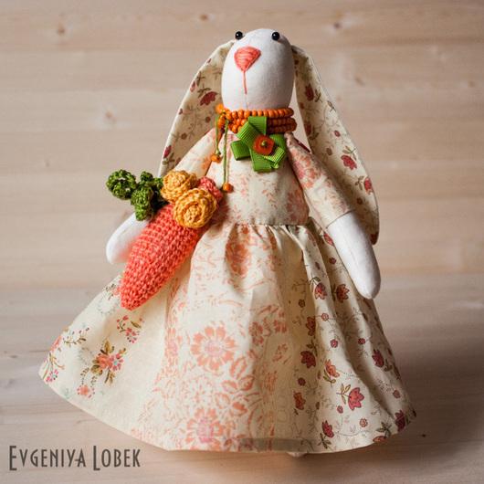 Куклы Тильды ручной работы. Ярмарка Мастеров - ручная работа. Купить Авторская игрушка Зайка с вязанной морковкой. Handmade.