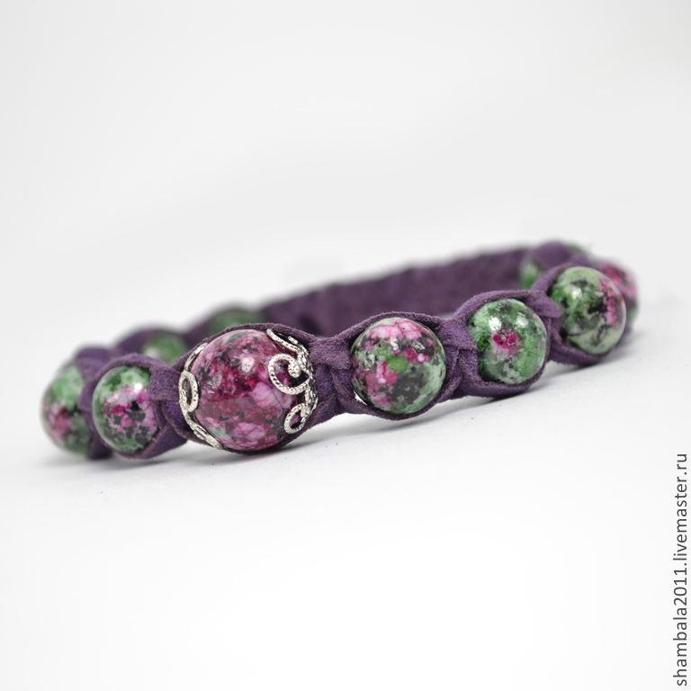 Shamballa bracelet with suede and zoisite.