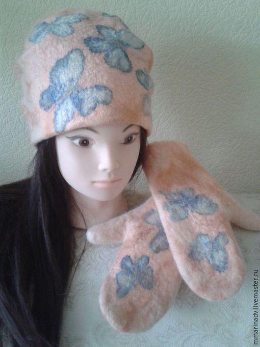 Валяная шапочка и валяные варежки  `Бабочки`, мокрое валяние, шерсть 100 %, шелк батик. Авторская работа Марины Маховской.