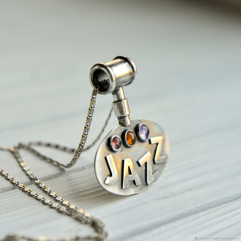 Медальон в подарок из серебра