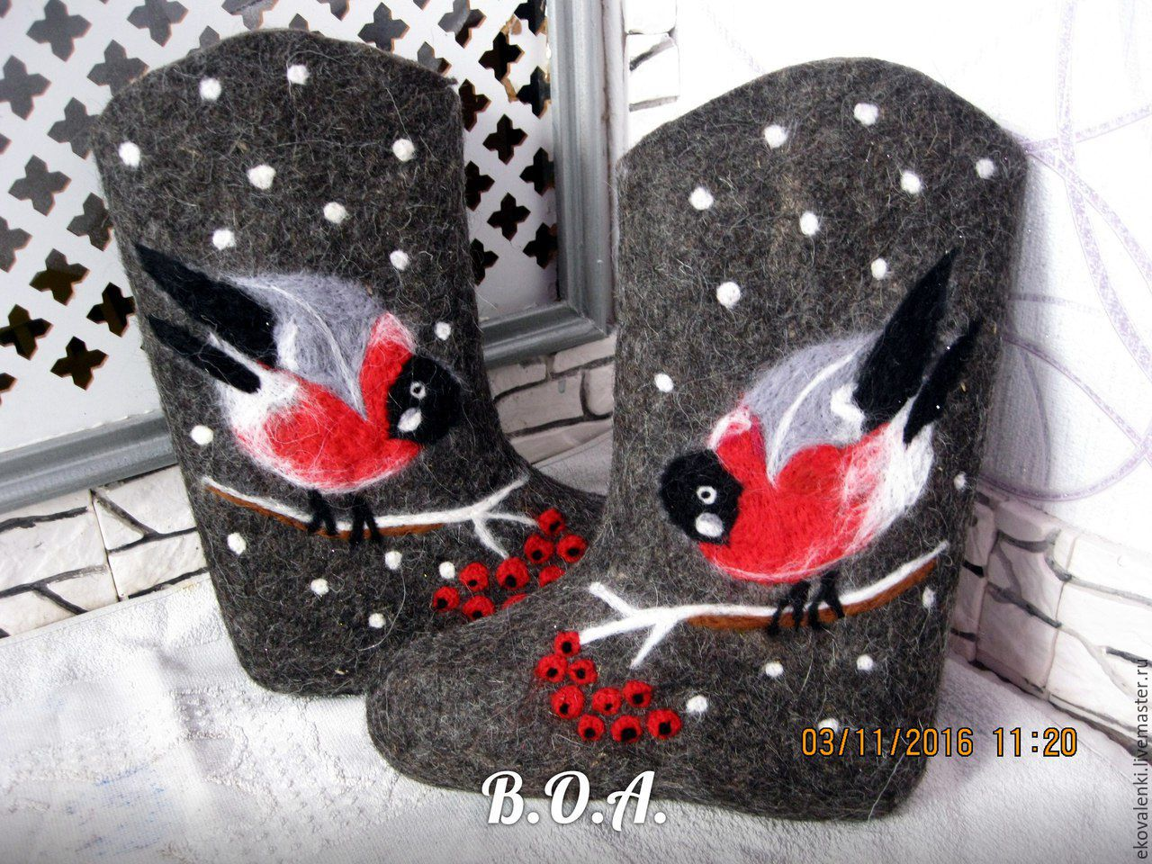 children's boots hand rolls-soft,warm.Can be ordered on request in black or white color.If they do the sole cost will increase by 600rub.,glue and stitch.