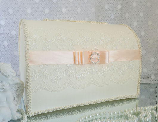 Свадебный сундучок для подарков ручной работы в персиковом цвете