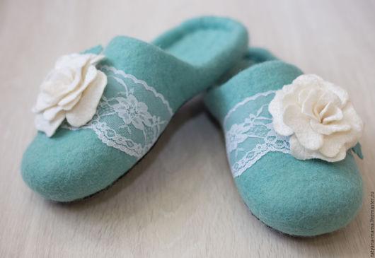 Обувь ручной работы. Ярмарка Мастеров - ручная работа. Купить Валяные тапочки Мятная роза. Handmade. Валяные тапочки