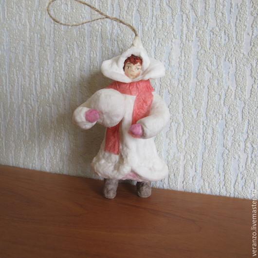 Девочка со снежком №1