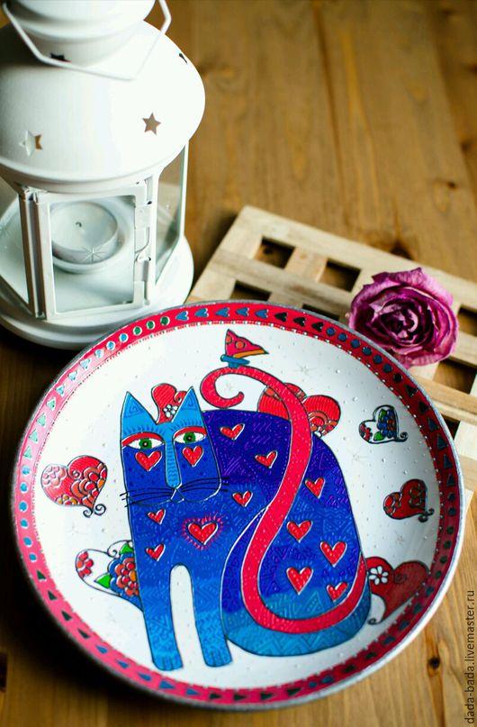 Декоративная посуда ручной работы. Ярмарка Мастеров - ручная работа. Купить Тарелка настенная Влюбленный Кот (белая) ручная роспись. Handmade.