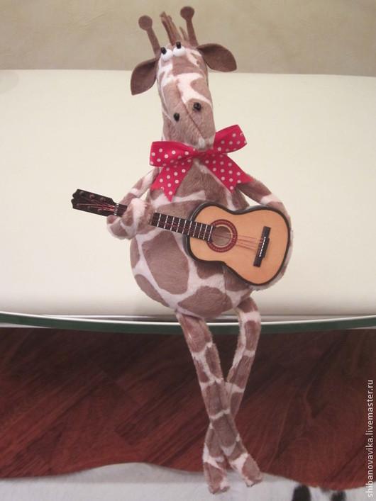 Игрушки животные, ручной работы. Жираф с гитарой. Автор Шибанова Виктория. Дизайн-студия авторских игрушек `SamiSrukami`. Ярмарка мастеров.