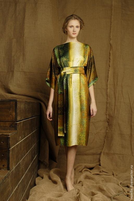 Платье летнее из атласа в горошек, свободного покроя, оверсайз летнее в офис готовое болотного цвета, горчичного цвета, медового