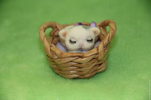 Игрушки животные, ручной работы. Ярмарка Мастеров - ручная работа. Купить Кошка-сплюшка в корзинке (спящий котенок). Handmade. Валяние