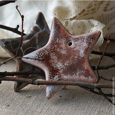 Подарки к праздникам ручной работы. Ярмарка Мастеров - ручная работа Елочные украшения из керамики Звезды заснеженные. Handmade.