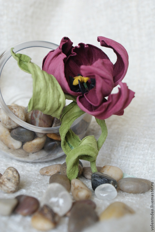 """Броши ручной работы. Ярмарка Мастеров - ручная работа. Купить Украшение из кожи """"Танцующий тюльпан"""". Handmade. Брусничный, цветы из кожи"""
