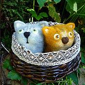 Куклы и игрушки ручной работы. Ярмарка Мастеров - ручная работа Два кота в корзинке. Handmade.