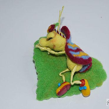 Миниатюрные валяные игрушки из шерсти жук  Спящая красавица