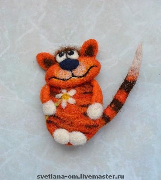 Рыжий кот, кот, котик, котенок, брошь, брошка, ручная работа, яркая брошка, веселая брошка, брошь ручной работы, оригинальное украшение, яркое украшение, валяная брошь, кот ручной работы, кот  подарок