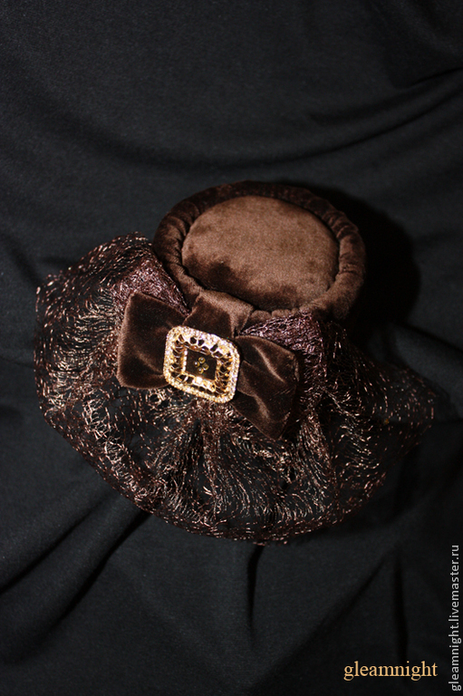 Вечерняя бархатная шляпка-таблетка
