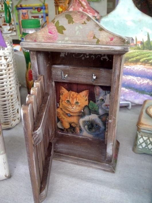"""Прихожая ручной работы. Ярмарка Мастеров - ручная работа. Купить Ключница """"Кошки дома"""". Handmade. Декупаж, ключница в прихожую, котик"""