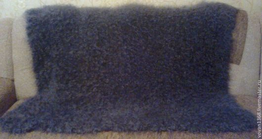 Серый  пуховый платок ручной работы.Коймы ажурные вязанные одним полотном с платком.Середина платка плотной гладью. Мягкий, теплый,легкий,нежный, пушистый.