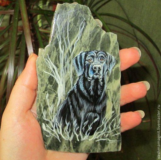 Магниты ручной работы. Ярмарка Мастеров - ручная работа. Купить Собака Магнит из яшмы Лабрадор роспись по камню. Handmade. Черный