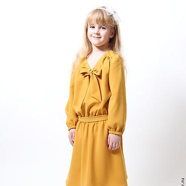 Работы для детей, ручной работы. Ярмарка Мастеров - ручная работа Платье для девочки из горчичного крепа с бантом на рост 116 см. Handmade.