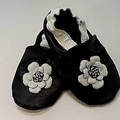"""Обувь детская ручной работы. Ярмарка Мастеров - ручная работа Кожаные тапочки """"Цветочек"""",т пинетки.чешки. Handmade."""