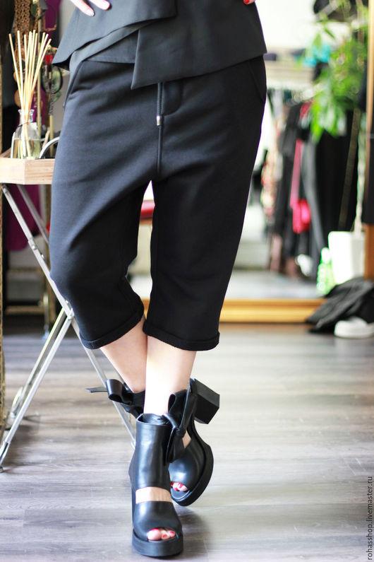 R00086 Стильные, спортивные шорты из мягкого трикотажа. Шорты для повседневной жизни. Капри с заниженным шаговым швом. Свободный и уличный стиль. Комфортная, дизайнерская одежда!