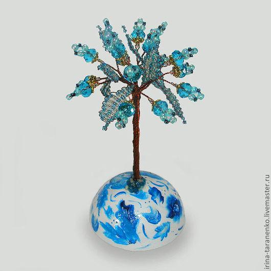 Миниатюрное дерево счастья из топаза на сфере, расписанной вручную