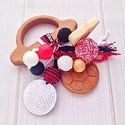 Куклы и игрушки ручной работы. Ярмарка Мастеров - ручная работа Буковый грызунок для малыша Машинка с подвесками из разных бусин. Handmade.