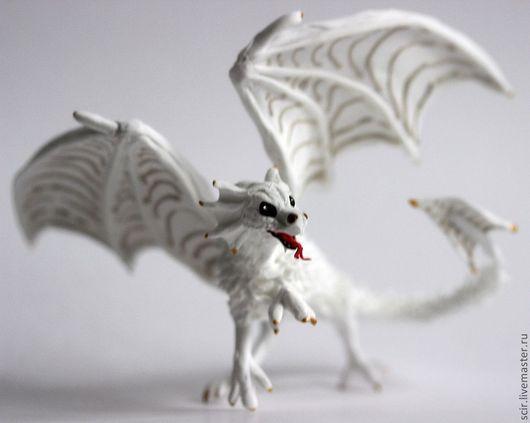 """Сказочные персонажи ручной работы. Ярмарка Мастеров - ручная работа. Купить маленькая фигурка """"Дракончик"""" (дракон игрушка). Handmade. Белый"""